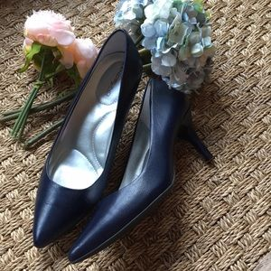 Bandolino Navy Leather Pumps